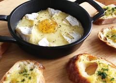 カマンベールチーズのオーブン焼き とろ~り、はちみつ仕立て