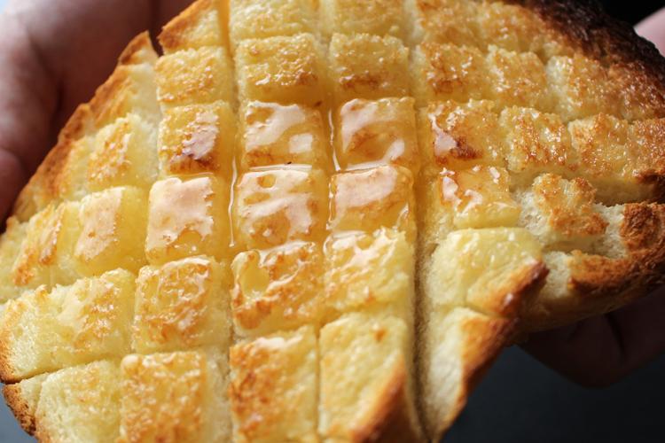 極上食パンにトースト専用はちみつ